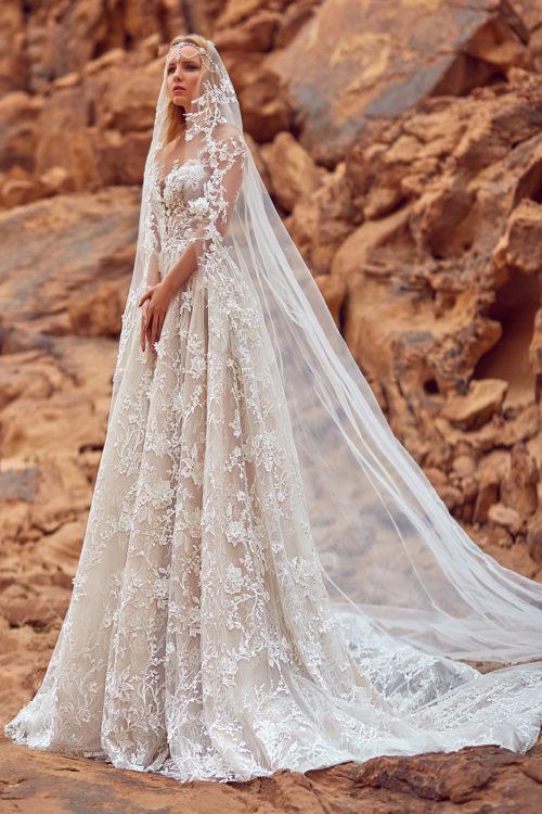 2141ed78d8716 Collection Oksana Mukha 2018   des robes uniques merveilleusement ...
